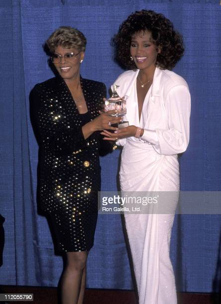 Singer Dionne Warwick and singer Whitney Houston attend the United Negro College Fund's 46th Annual Awards Dinner/Frederick D Patterson Award to...