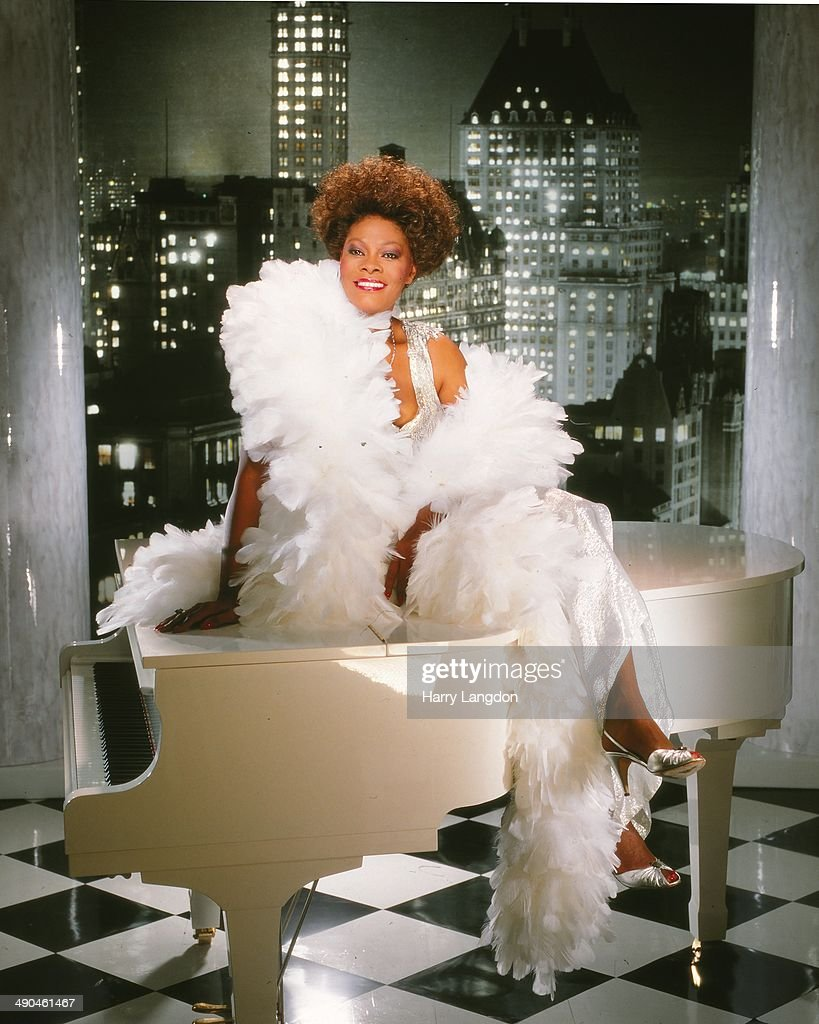 Singer Dionne Warwick poses for a portrait in 1989 in Los Angeles California