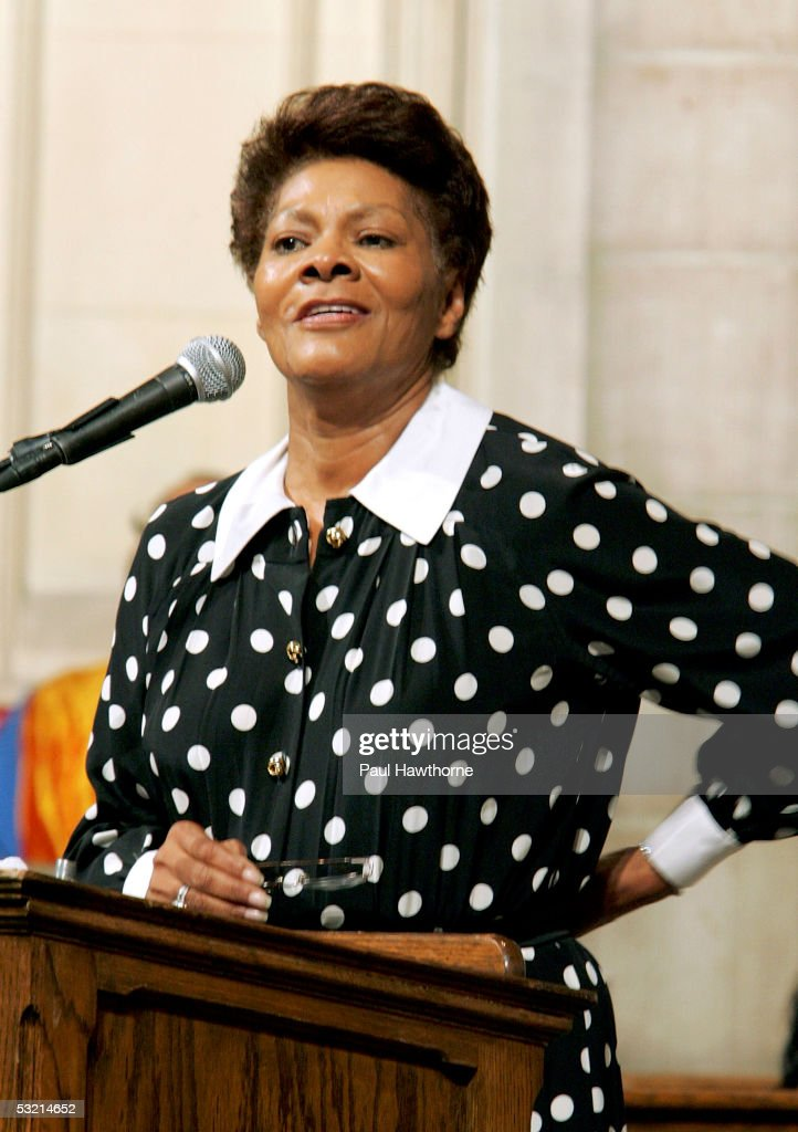 Singer Dionne Warwick speaks during the funeral of Luther Vandross at Riverside Church July 8, 2005 in New York City.