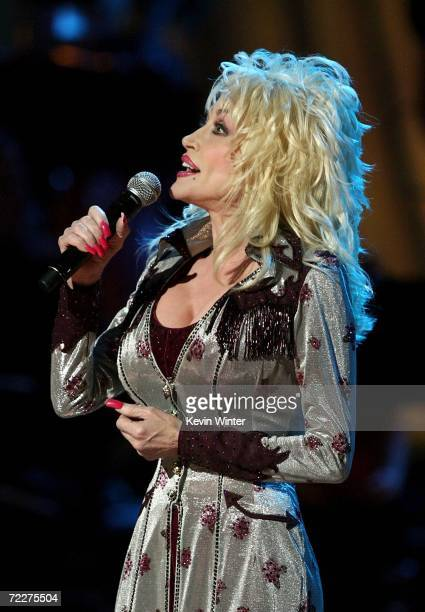 Singer Dolly Parton performs at the Country Music Television's CMT Giants honoring Reba McEntire at the Kodak Theatre on October 26 2006 in Hollywood...