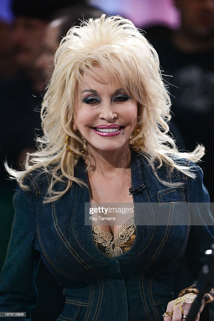 Singer <a gi-track='captionPersonalityLinkClicked' href=/galleries/search?phrase=Dolly+Parton&family=editorial&specificpeople=220238 ng-click='$event.stopPropagation()'>Dolly Parton</a> performs at the 'Good Morning America' taping at the ABC Times Square Studios on November 27, 2012 in New York City.