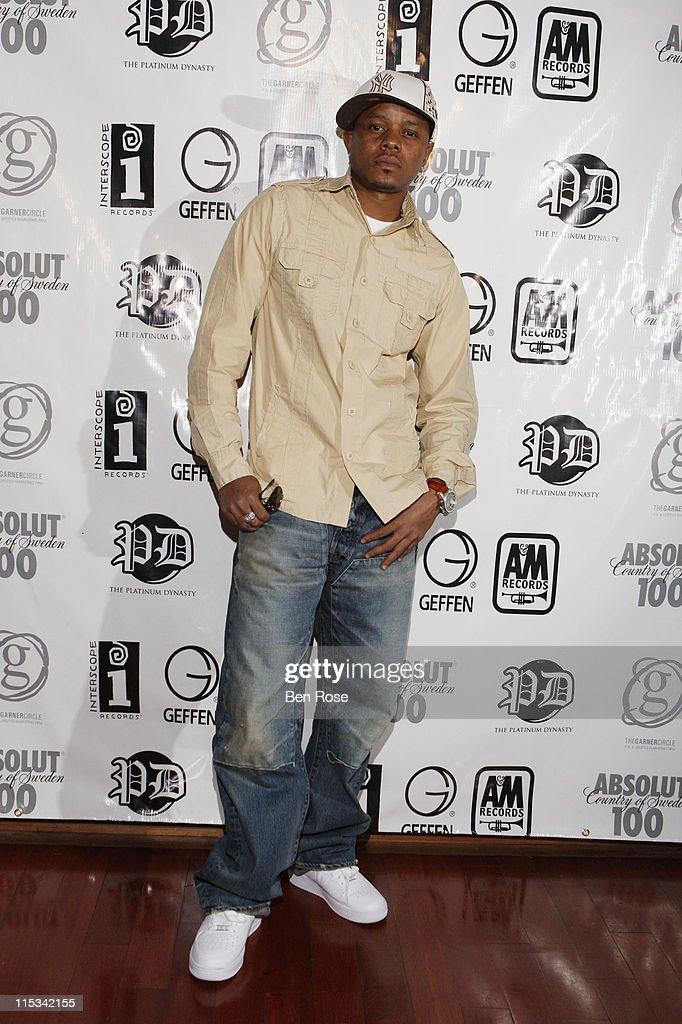 Singer Donell Jones attends The IGA/The Platinum Dynasty/The Garner Circle BET Hip Hop Awards 2007 Gift Suite at Opera on October 12, 2007 in Atlanta, GA.