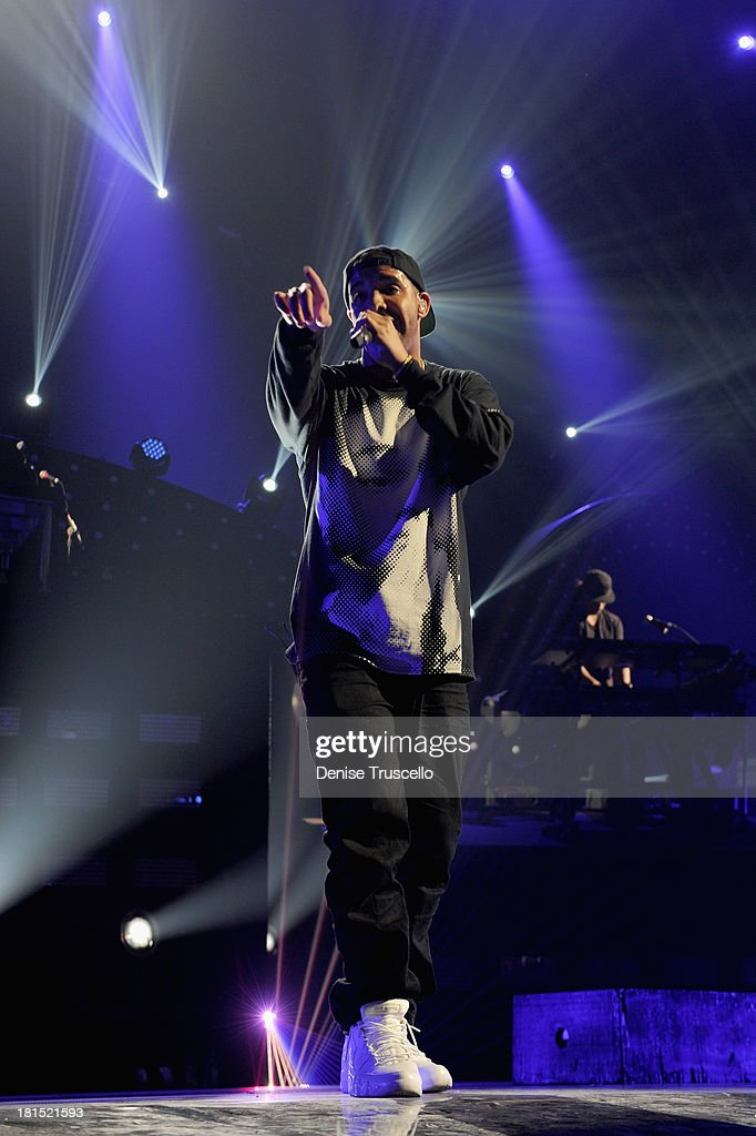 Singer <a gi-track='captionPersonalityLinkClicked' href=/galleries/search?phrase=Drake+-+Artist&family=editorial&specificpeople=6927008 ng-click='$event.stopPropagation()'>Drake</a> performs onstage during the iHeartRadio Music Festival at the MGM Grand Garden Arena on September 21, 2013 in Las Vegas, Nevada.