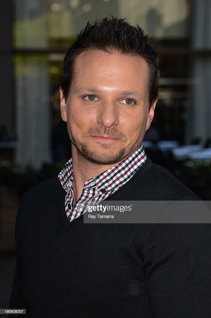 Singer <a gi-track='captionPersonalityLinkClicked' href=/galleries/search?phrase=Drew+Lachey&family=editorial&specificpeople=550274 ng-click='$event.stopPropagation()'>Drew Lachey</a> enters the Sirius XM Studios on September 17, 2013 in New York City.