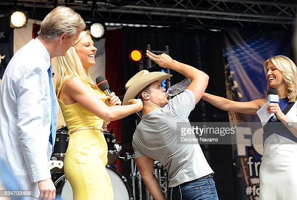 Singer Dustin Lynch appears on stage with TV personalities Steve Doocy Anna Kooiman and Ainsley Earhardt during 'FOX Friends' All American Concert...