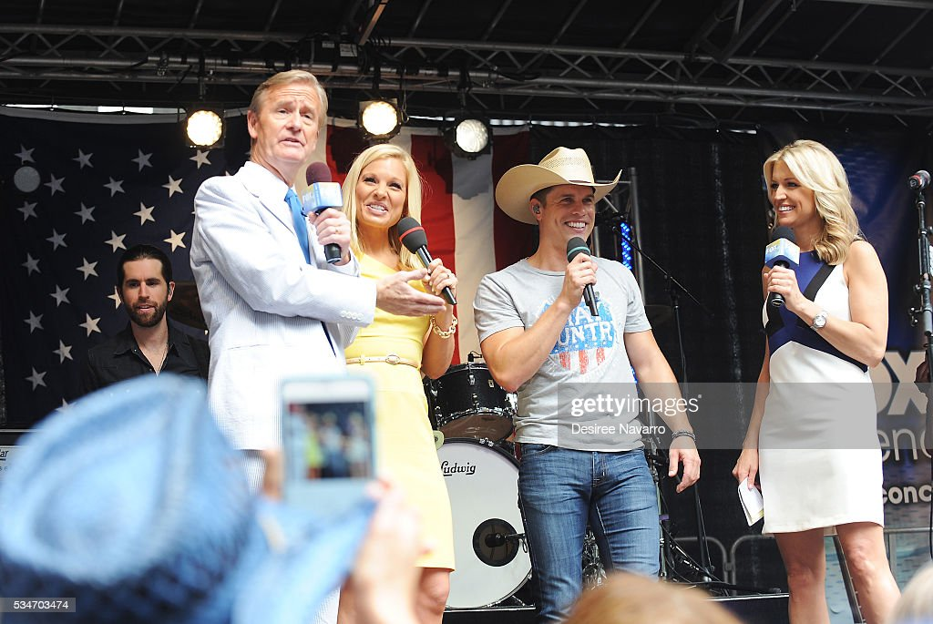 Singer <a gi-track='captionPersonalityLinkClicked' href=/galleries/search?phrase=Dustin+Lynch&family=editorial&specificpeople=8612719 ng-click='$event.stopPropagation()'>Dustin Lynch</a> (C) appears on stage with TV personalities (L-R) Steve Doocy, Anna Kooiman and Ainsley Earhardt during 'FOX & Friends' All American Concert Series outside of FOX Studios on May 27, 2016 in New York City.