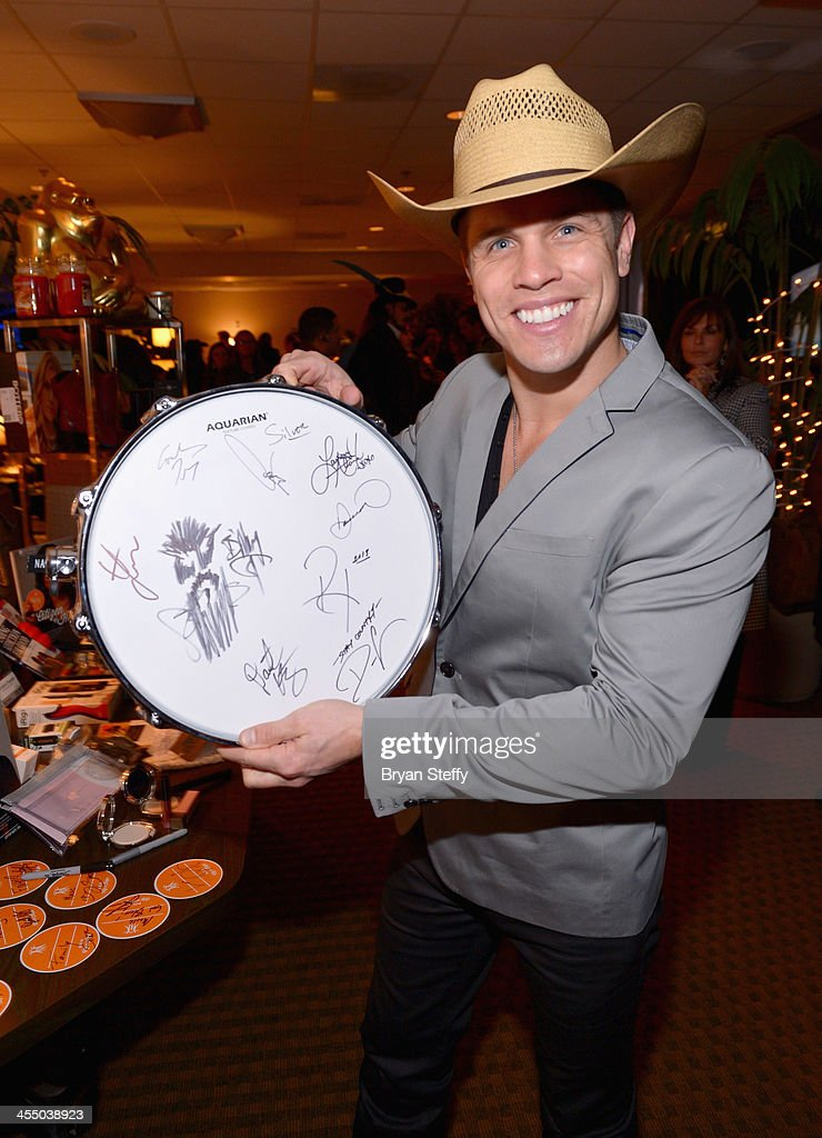 Singer <a gi-track='captionPersonalityLinkClicked' href=/galleries/search?phrase=Dustin+Lynch&family=editorial&specificpeople=8612719 ng-click='$event.stopPropagation()'>Dustin Lynch</a> attends the Backstage Creations Celebrity Retreat at the American Country Awards 2013 at the Mandalay Bay Events Center on December 10, 2013 in Las Vegas, Nevada.