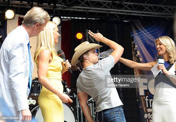Singer Dustin Lynch performs on stage with TV personalities Steve Doocy Anna Kooiman and Ainsley Earhardt during 'FOX Friends' All American Concert...
