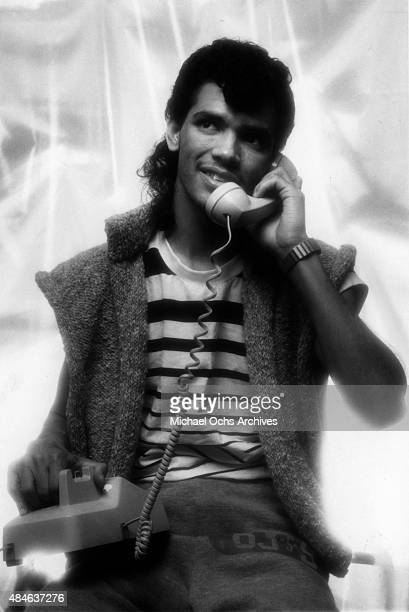 Singer El DeBarge poses for a portrait session with a telephone on January 31 1984 in Los Angeles California