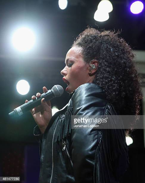 Singer Elle Varner performs onstage at the Fan Fest ATT Geico Poetic Jeans Sneaker Con Tennis Xbox Health And Wellness Nickelodeon Centric Centrified...