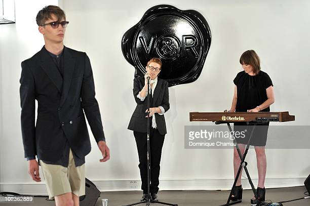 Singer Elly Jackson from 'La Roux' and a musician perform during the fashion show 'Vicktor and Rolf' show as part of Paris Menswear Fashion Week...