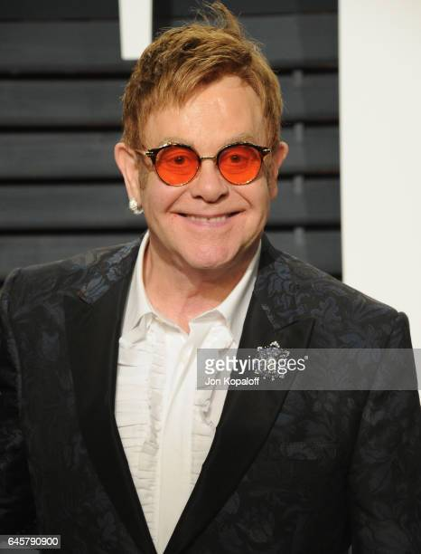 Singer Elton John attends the 2017 Vanity Fair Oscar Party hosted by Graydon Carter at Wallis Annenberg Center for the Performing Arts on February 26...