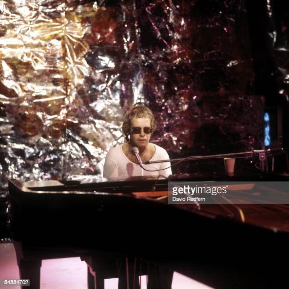 CENTRE Photo of Elton JOHN performing on 'Sounds For Saturday' series