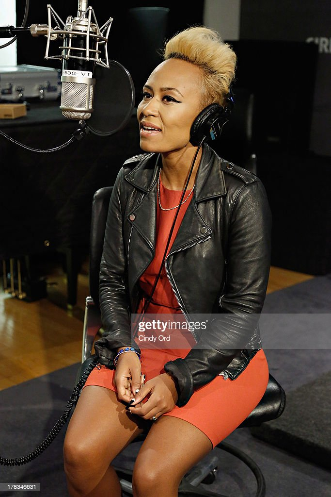 Singer <a gi-track='captionPersonalityLinkClicked' href=/galleries/search?phrase=Emeli+Sande&family=editorial&specificpeople=7220317 ng-click='$event.stopPropagation()'>Emeli Sande</a> performs on SiriusXM's Heart & Soul at the SiriusXM Studios on August 29, 2013 in New York City.