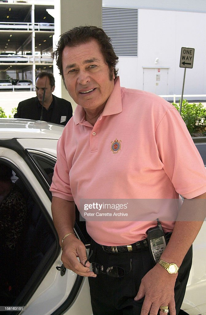 Singer <a gi-track='captionPersonalityLinkClicked' href=/galleries/search?phrase=Engelbert+Humperdinck+-+Singer&family=editorial&specificpeople=239022 ng-click='$event.stopPropagation()'>Engelbert Humperdinck</a> on December 09, 2000 in Sydney, Australia.