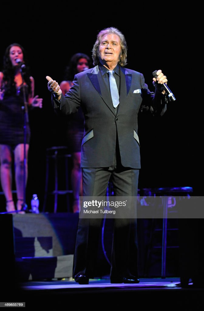 Singer Englebert Humperdinck performs at Saban Theatre on February 16, 2014 in Beverly Hills, California.