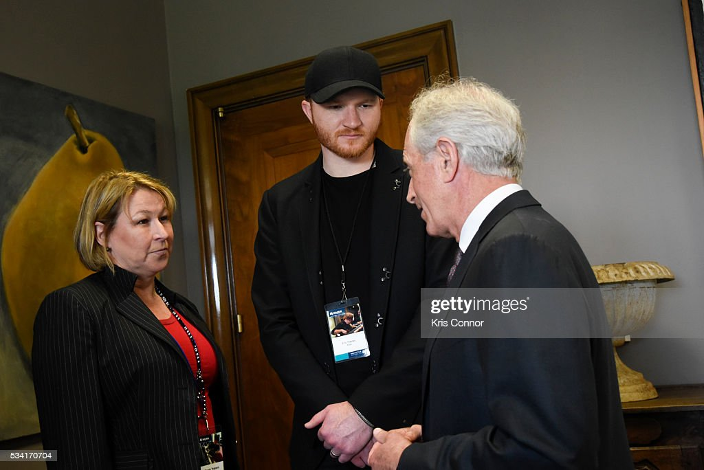 Singer <a gi-track='captionPersonalityLinkClicked' href=/galleries/search?phrase=Eric+Paslay&family=editorial&specificpeople=7334593 ng-click='$event.stopPropagation()'>Eric Paslay</a> of NAMM (National Association of Music Merchants) and Sarah Trahern of CMA (Country Music Association) meet with Sen. <a gi-track='captionPersonalityLinkClicked' href=/galleries/search?phrase=Bob+Corker&family=editorial&specificpeople=3986296 ng-click='$event.stopPropagation()'>Bob Corker</a> (R-TN) during the NAMM, CMA and VH1 Music Advocacy Day in the US Capitol on May 25, 2016 in Washington DC.