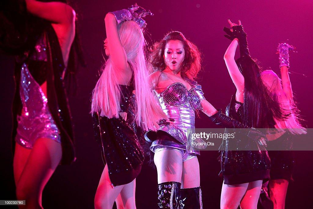 Singer ERIKA (C) performs during the Girls Award 2010 at Yoyogi National Gymnasium on May 22, 2010 in Tokyo, Japan.