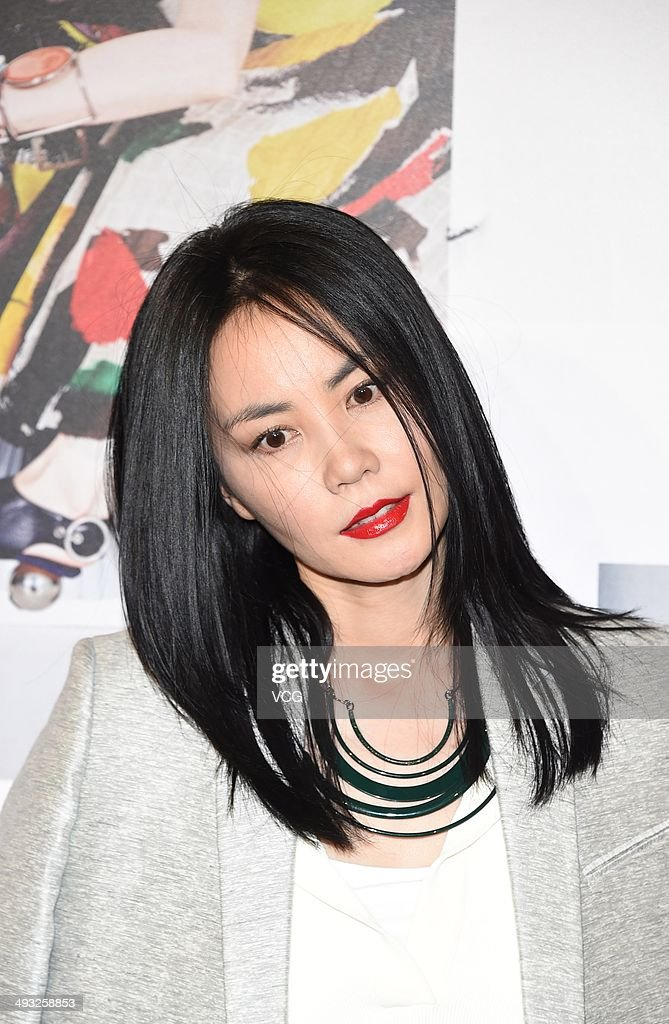 The 47-year old daughter of father Wang Youlin and mother Xia Guiyin, 172 cm tall Faye Wong in 2017 photo