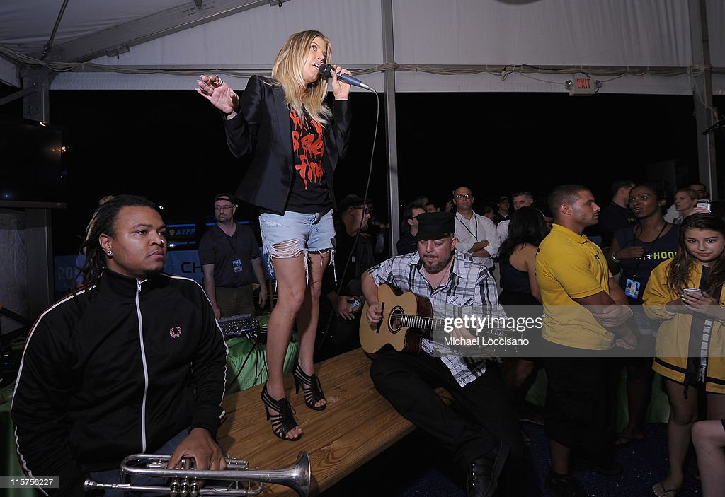 Singer Fergie of the Black Eyed Peas performs during the Black Eyed Peas and Friends Concert for NYC to Benefit the Robin Hood Foundation at Central Park, Great Lawn on June 9, 2011 in New York City.