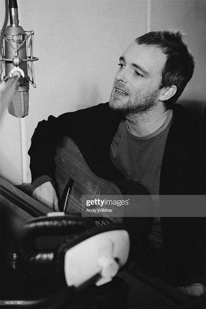 Singer Fran Healy of Scottish alternative rock group Travis in a recording studio circa 2000
