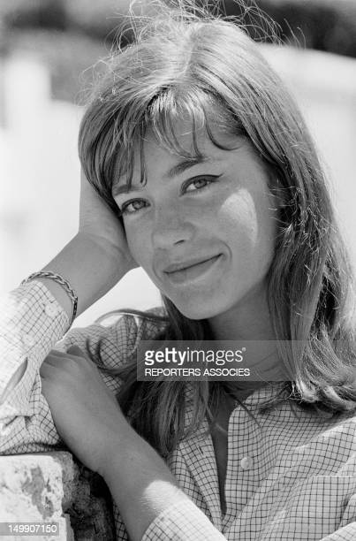 Singer Francoise Hardy on holiday in French Riviera on August 12 1963 in Cap d'Antibes France