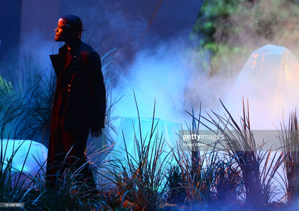 Singer <a gi-track='captionPersonalityLinkClicked' href=/galleries/search?phrase=Frank+Ocean&family=editorial&specificpeople=7657747 ng-click='$event.stopPropagation()'>Frank Ocean</a> performs onstage during the 2012 MTV Video Music Awards at Staples Center on September 6, 2012 in Los Angeles, California.
