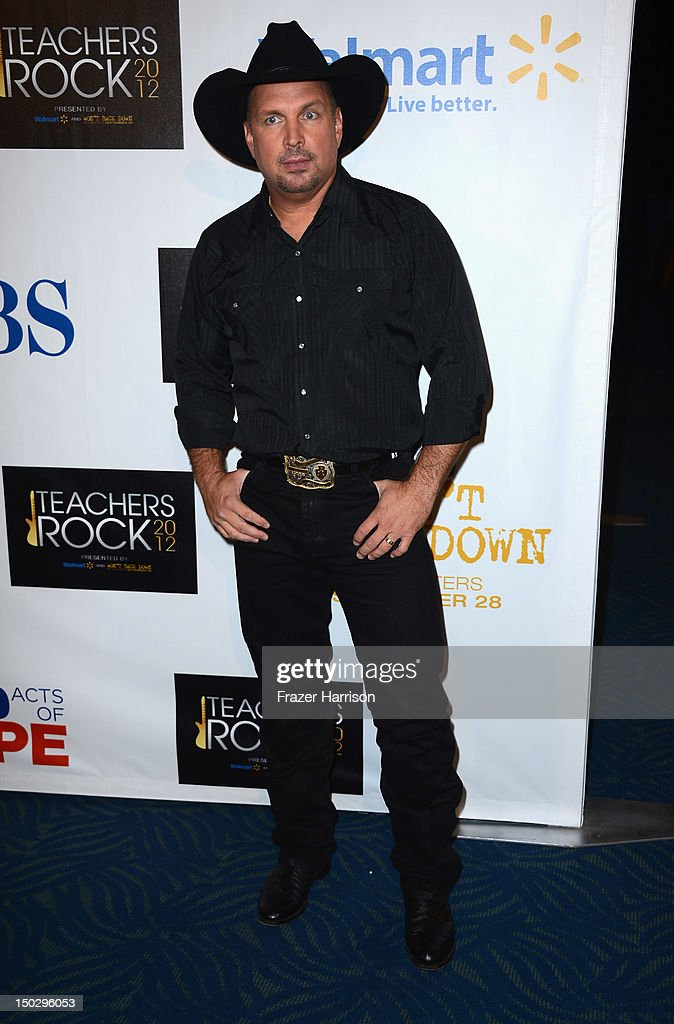 Singer <a gi-track='captionPersonalityLinkClicked' href=/galleries/search?phrase=Garth+Brooks&family=editorial&specificpeople=206288 ng-click='$event.stopPropagation()'>Garth Brooks</a> attends CBS' Teacher's Rock Special Live Concert Press Room at Nokia Theatre L.A. Live on August 14, 2012 in Los Angeles, California.