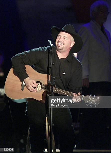 Singer Garth Brooks performs for the crowd gathered in front of the Philadelphia Museum of Art during Fourth of July festivities July 4 2001 in...