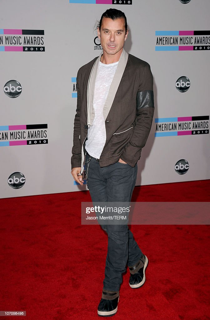 Singer Gavin Rossdale arrives at the 2010 American Music Awards held at Nokia Theatre L.A. Live on November 21, 2010 in Los Angeles, California.