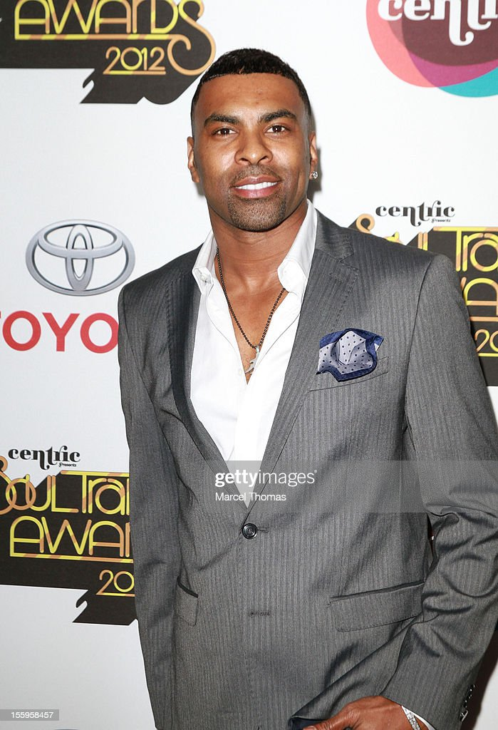 Singer <a gi-track='captionPersonalityLinkClicked' href=/galleries/search?phrase=Ginuwine&family=editorial&specificpeople=1654056 ng-click='$event.stopPropagation()'>Ginuwine</a> attends the Soul Train Awards 2012 at PH Live at Planet Hollywood Resort and Casino on November 8, 2012 in Las Vegas, Nevada.