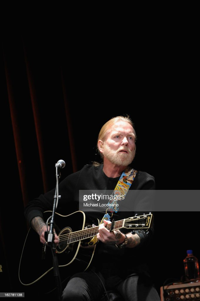 Singer <a gi-track='captionPersonalityLinkClicked' href=/galleries/search?phrase=Gregg+Allman&family=editorial&specificpeople=741073 ng-click='$event.stopPropagation()'>Gregg Allman</a> performs during the All For the Hall New York concert benefiting the Country Music Hall of Fame at Best Buy Theater on February 26, 2013 in New York City.