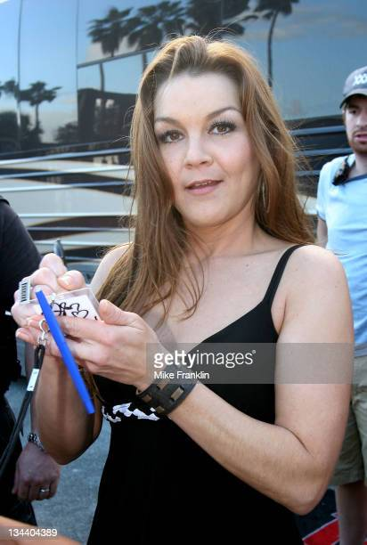 Singer Gretchen Wilson signs autographs at the KISS Chili Cookoff on January 27 2008 in Pembroke Pines Florida