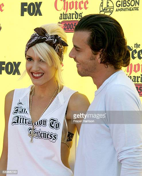 Singer Gwen Stefani and husband musician Gavin Rossdale arrive at the 2005 Teen Choice Awards held at Gibson Amphitheatre at Universal CityWalk on...