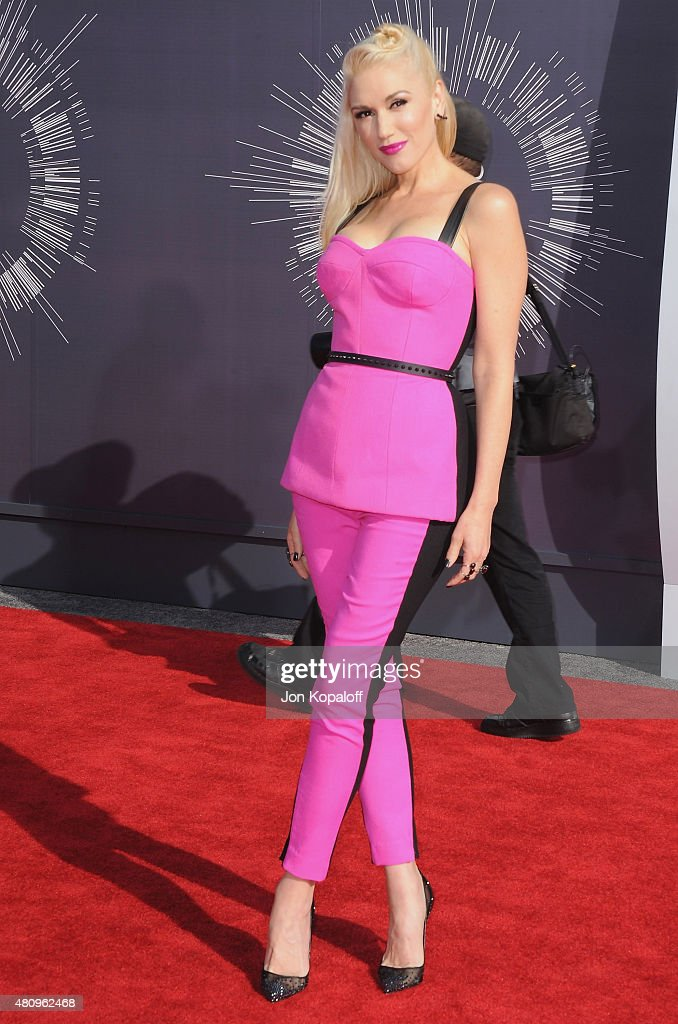 Singer <a gi-track='captionPersonalityLinkClicked' href=/galleries/search?phrase=Gwen+Stefani&family=editorial&specificpeople=156423 ng-click='$event.stopPropagation()'>Gwen Stefani</a> arrives at the 2014 MTV Video Music Awards at The Forum on August 24, 2014 in Inglewood, California.