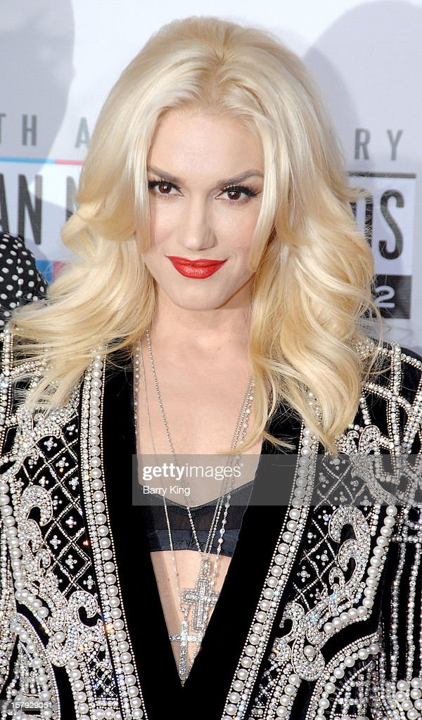 Singer Gwen Stefani arrives at The 40th American Music Awards at Nokia Theatre L.A. Live on November 18, 2012 in Los Angeles, California.