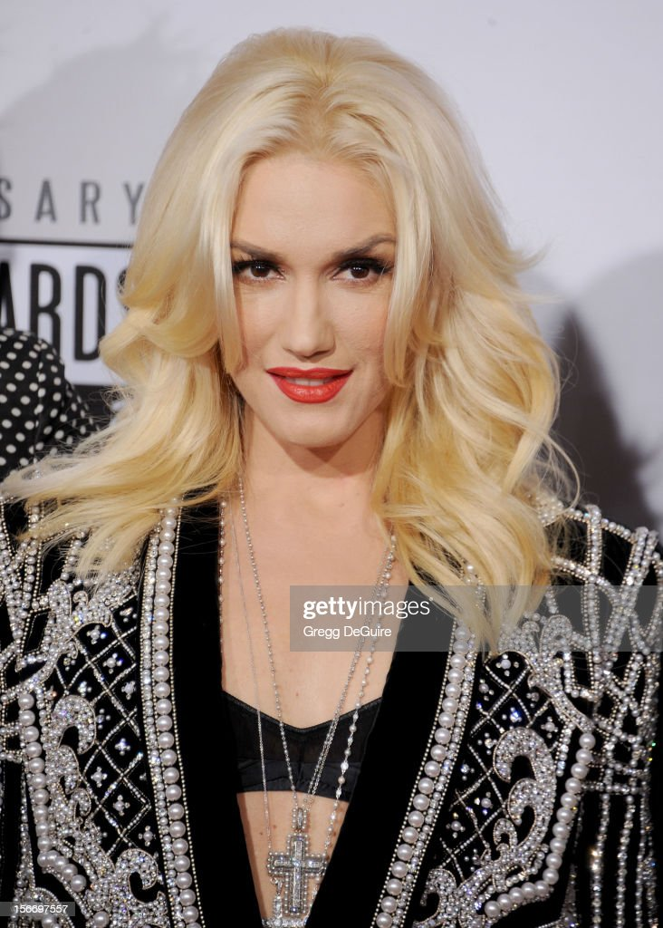 Singer Gwen Stefani arrives at the 40th Anniversary American Music Awards at Nokia Theatre L.A. Live on November 18, 2012 in Los Angeles, California.