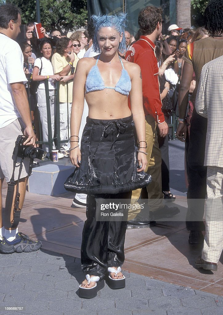 Singer Gwen Stefani attends the 15th Annual MTV Video Music Awards on September 10, 1998 at Universal Amphitheatre in Universal City, California.