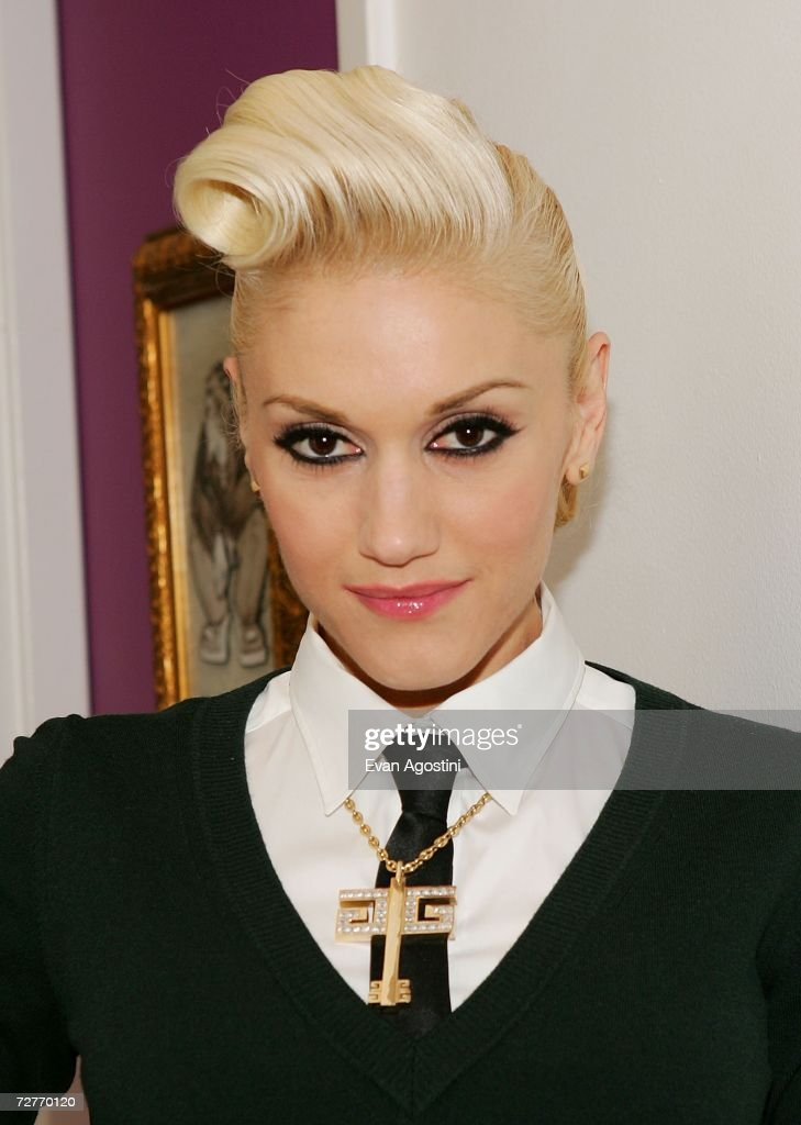 Singer <a gi-track='captionPersonalityLinkClicked' href=/galleries/search?phrase=Gwen+Stefani&family=editorial&specificpeople=156423 ng-click='$event.stopPropagation()'>Gwen Stefani</a> poses backstage after an appearance on MTV's Total Request Live at MTV Studios, December 07, 2006 in New York City.