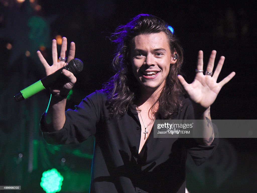 Singer <a gi-track='captionPersonalityLinkClicked' href=/galleries/search?phrase=Harry+Styles&family=editorial&specificpeople=7229830 ng-click='$event.stopPropagation()'>Harry Styles</a> of One Direction performs onstage during 102.7 KIIS FM's Jingle Ball 2015 Presented by Capital One at STAPLES CENTER on December 4, 2015 in Los Angeles, California.