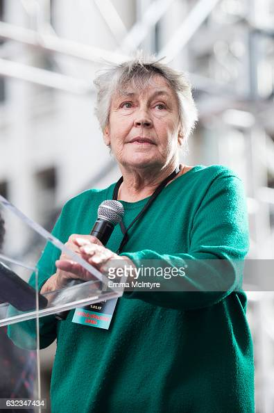 Helen Reddy Stock Photos And Pictures Getty Images