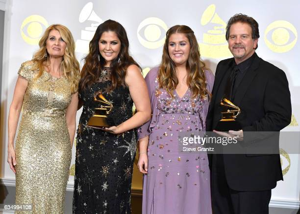Hillary scott singer im genes y fotograf as getty images for Hillary scott and the scott family