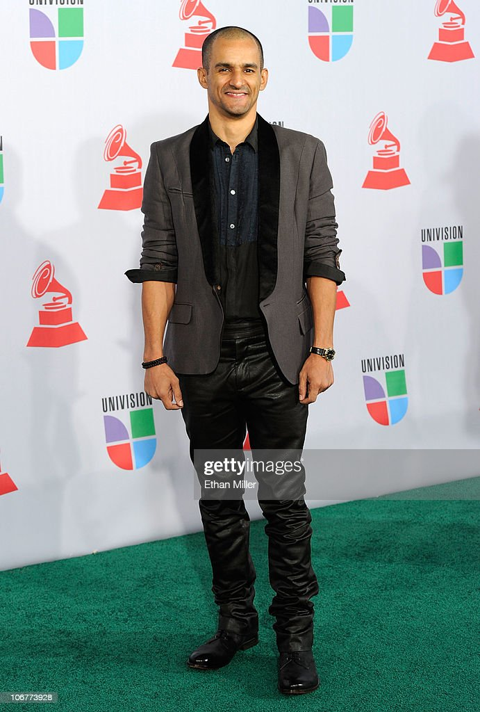 Singer Huey Dunbar arrives at the 11th annual Latin GRAMMY Awards at the Mandalay Bay Resort & Casino on November 11, 2010 in Las Vegas, Nevada.