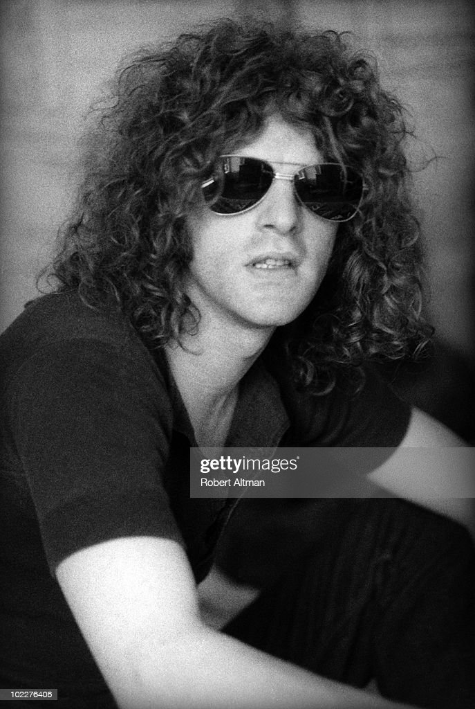 Singer Ian Hunter of Mott the Hoople relaxes at the Jack Tar hotel in August 1970 - singer-ian-hunter-of-mott-the-hoople-relaxes-at-the-jack-tar-hotel-in-picture-id102276406