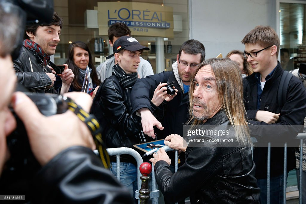 Singer Iggy Pop signs autographs after he presents the 'Iggy Pop Post Depression' Art Pictures Exhibition at French Paper Gallery on May 14, 2016 in Paris, France.