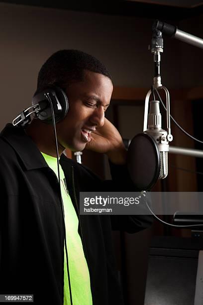 Sängerin in ein Tonstudio