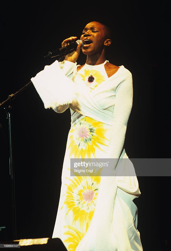 Singer India Arie performs on stage at the Hammersmith Apollo in London, England on March 19, 2003.