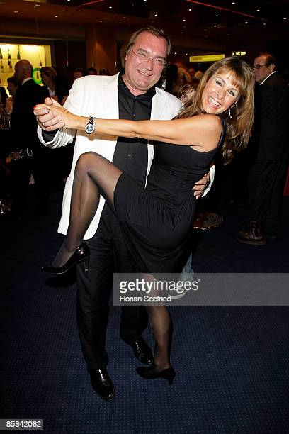 Singer Ireen Sheer and KlausJuergen Kahl attend the musical premiere of 'Dirty Dancing' at Potsdamer Platz Theater on April 07 2009 in Berlin