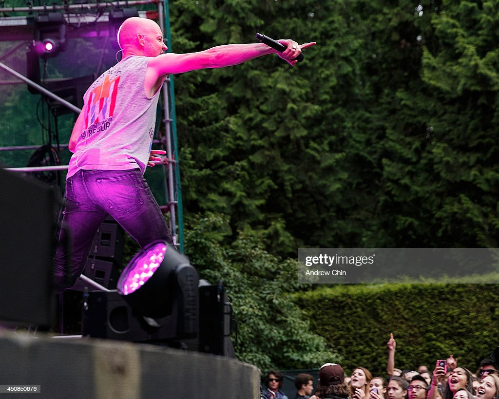 Singer <a gi-track='captionPersonalityLinkClicked' href=/galleries/search?phrase=Isaac+Slade&family=editorial&specificpeople=537604 ng-click='$event.stopPropagation()'>Isaac Slade</a> of The Fray perform on stage at Malkin Bowl at Stanley Park on June 18, 2014 in Vancouver, Canada.