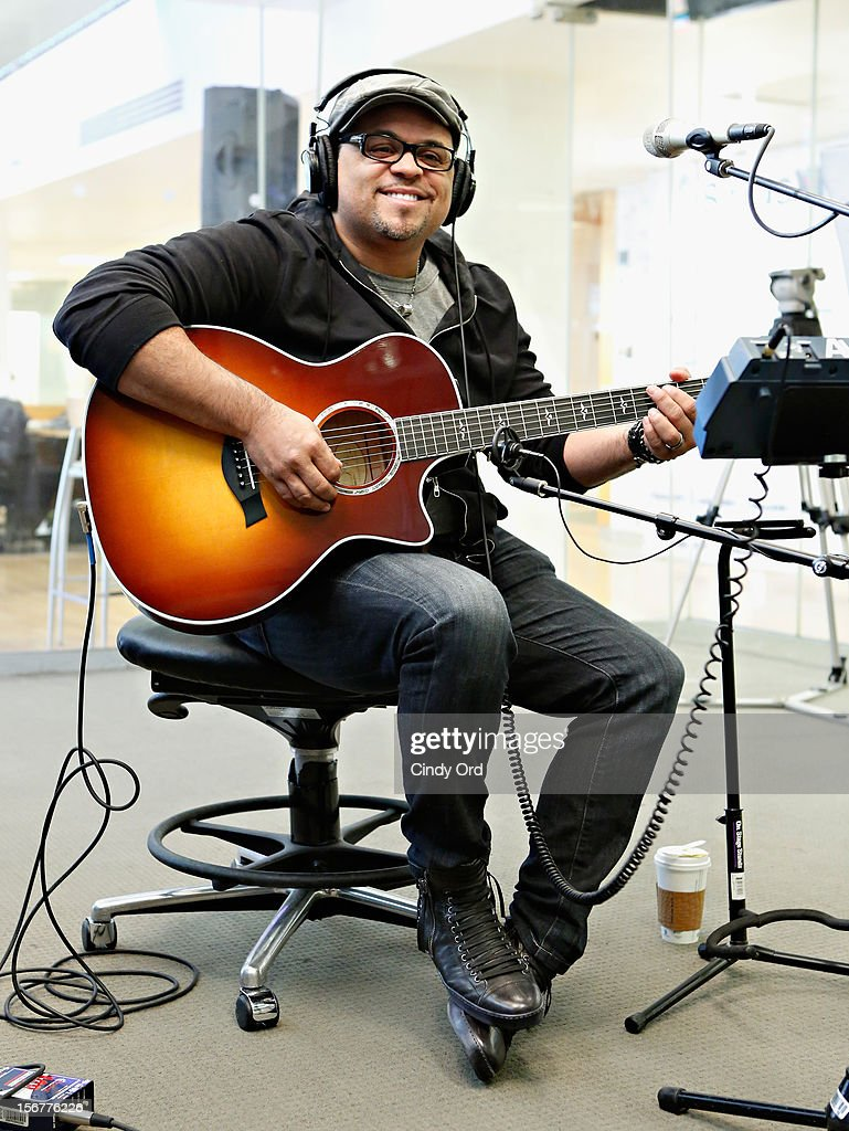 Singer <a gi-track='captionPersonalityLinkClicked' href=/galleries/search?phrase=Israel+Houghton&family=editorial&specificpeople=2560002 ng-click='$event.stopPropagation()'>Israel Houghton</a> performs at the SiriusXM Studios on November 20, 2012 in New York City.